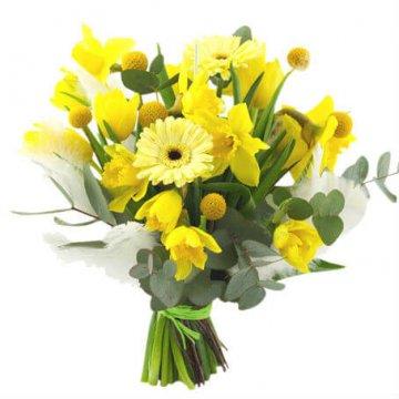 Påskbukett i gult, blandade blommor. Beställ blommor hos Florister i Sverige - skicka med bud!
