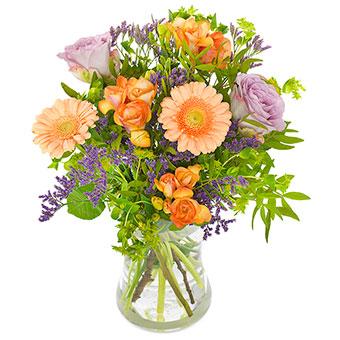 Blombukett med blandade blommor i orange och ljust lila. Finns hos Florister i Sverige.