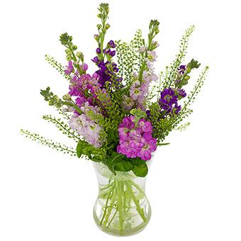 Söt bukett med sommarblommor i lila nyanser. Beställ buketten hos Euroflorist - skicka den med blombud!