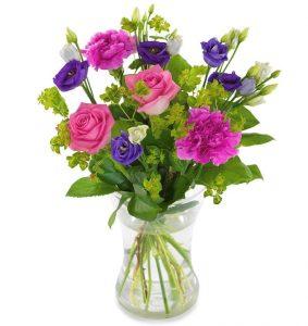 Julibuketten från Euroflorist, med blandade blommor i olika lila nyanser. Beställ online - skicka med bud!