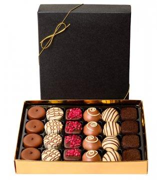 Ask med 24 st belgiska chokladpraliner. Finns hos Florister i Sverige.
