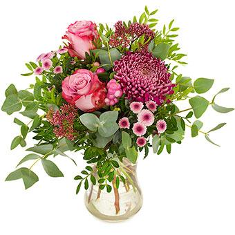 Bukett med blandade blommor i lila och rosa tillsammans med grönt. Beställ blommorna hos Euroflorist - överraska med ett blombud!