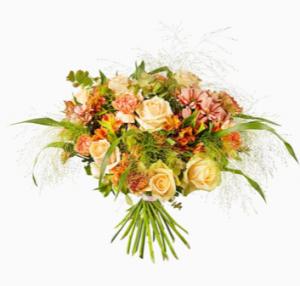 Fantastisk bukett med blandade blommor i aprikosa färgtoner. Finns hos Interflora.